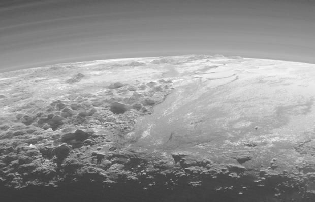New Horizons снял панораму гор иледников Плутона. Изображение № 2.
