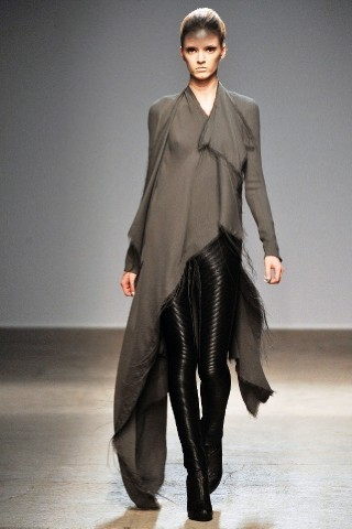 Back to black : Gareth Pugh и Victor&Rolf aw 2010-2011. Изображение № 15.