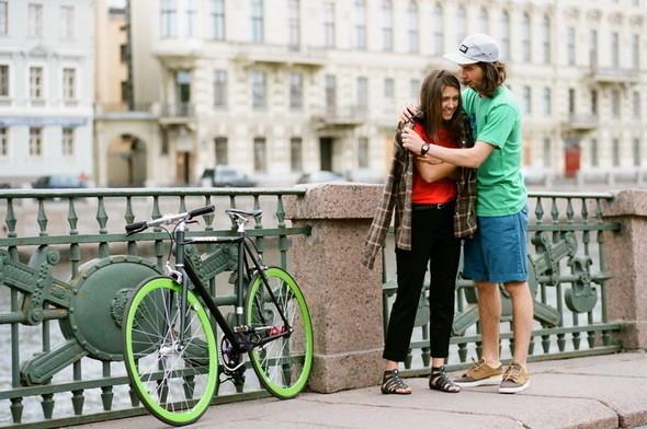 На Саше: кеды, шорты, кепка  Wesc, футболка CTRL.   На Кате: футболка, капри Girls from omsk, рубашка CTRL.  Велосипед  Create. . Изображение № 18.