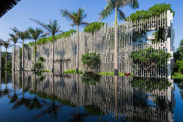Архитектура дня: белый спа-центр во Вьетнаме с растениями на фасаде. Изображение № 3.