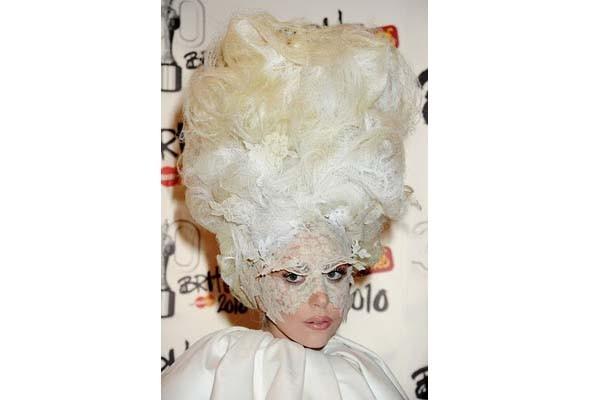 Леди Гага стажируется у Филипа Трейси. Изображение № 2.