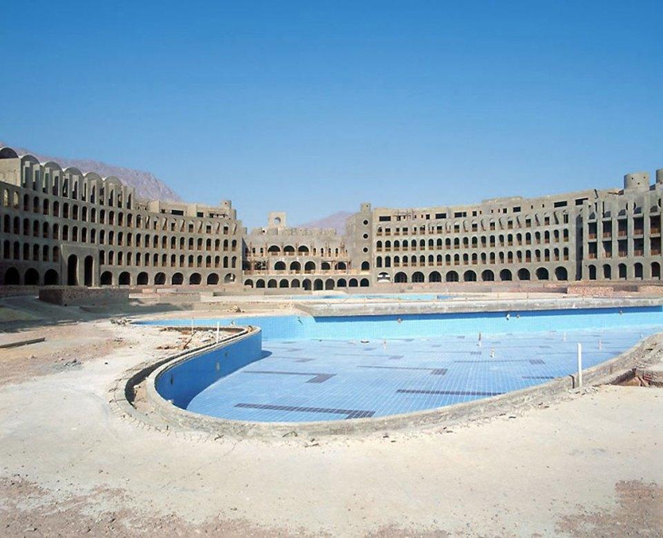 Что осталось от роскошных гостиниц в египетской пустыне. Изображение № 2.