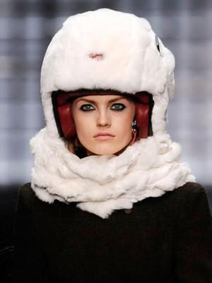 Шлемы отКарла Лагерфельда: хотим, нобоимся. Изображение № 1.