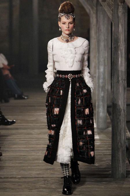 В Шотландии прошел предосенний показ Chanel. Изображение № 6.