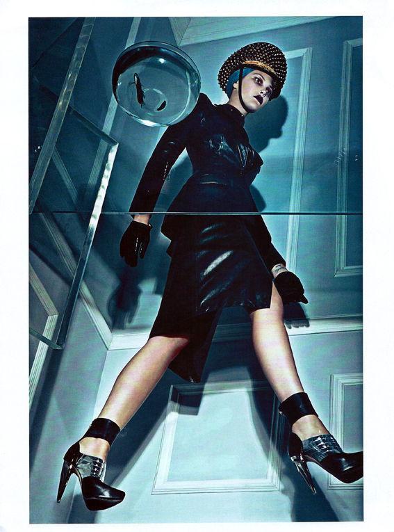 Съёмка: Стивен Кляйн для итальянского Vogue. Изображение № 4.