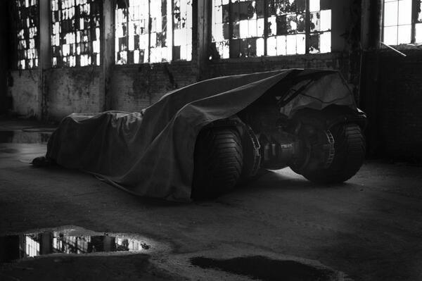 Зак Снайдер показал Бэтмена и бэтмобиль из сиквела «Человека из стали». Изображение № 2.