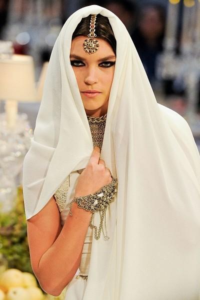 Детали с показа Chanel Pre-Fall 2012. Изображение № 1.