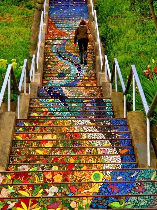 Разноцветная мозаика на лестнице в Сан-Франциско. . Изображение № 3.