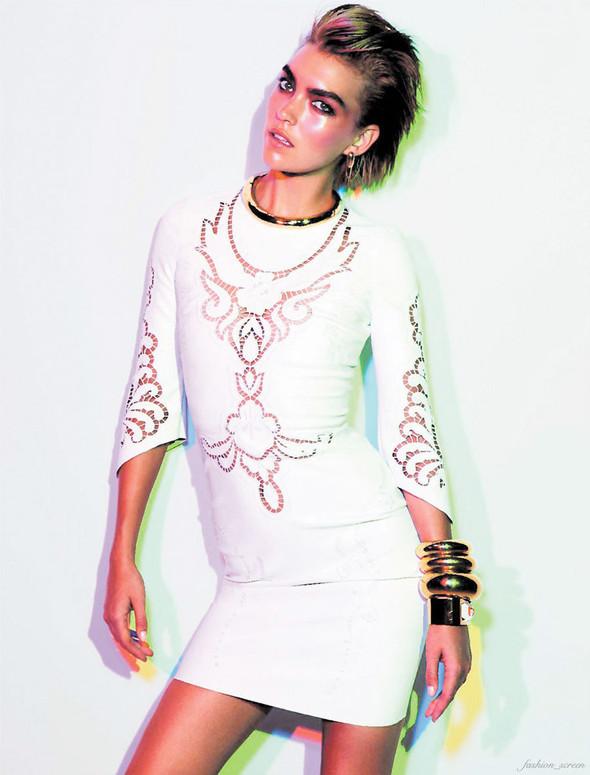 Съёмка: Аризона Мьюз для французского Vogue. Изображение № 6.