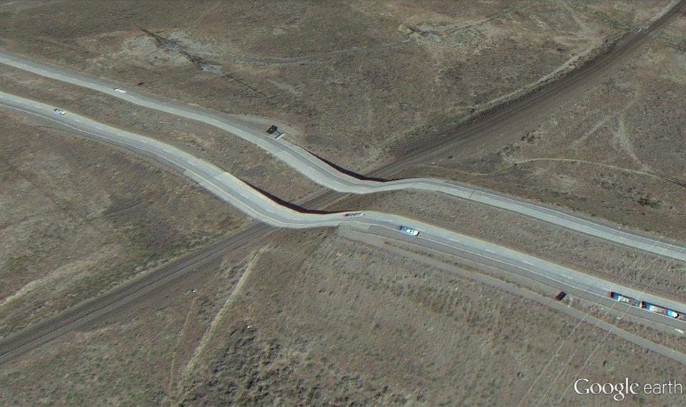32 фотографии из Google Earth, противоречащие здравому смыслу. Изображение №22.