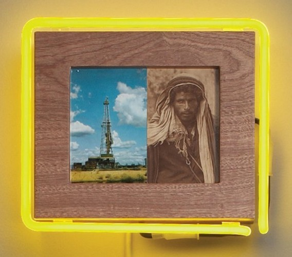 """Старые фотографии аборигенов и неоновые трубки в фотоинсталляции """"Рай"""". Изображение № 12."""