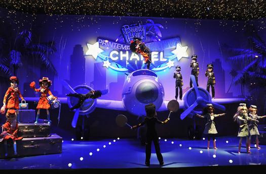10 праздничных витрин: Робот в Agent Provocateur, цирк в Louis Vuitton и другие. Изображение № 3.