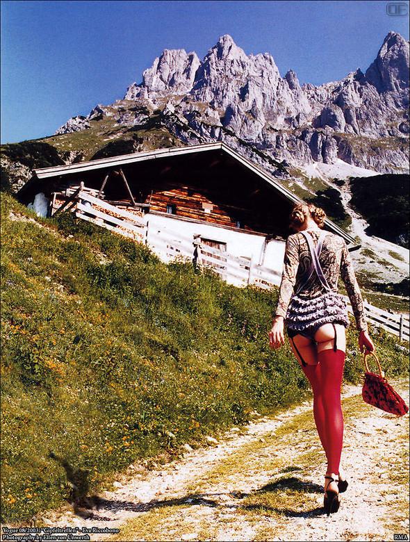 Архивная съёмка: Эллен фон Унверт для немецкого Vogue, 2003. Изображение № 10.