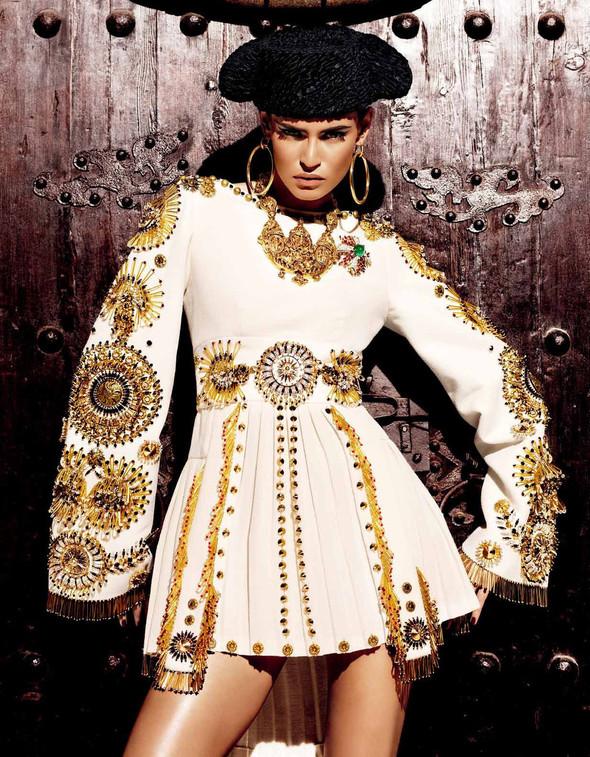 Съёмка: Бьянка Балти для Vogue. Изображение № 13.