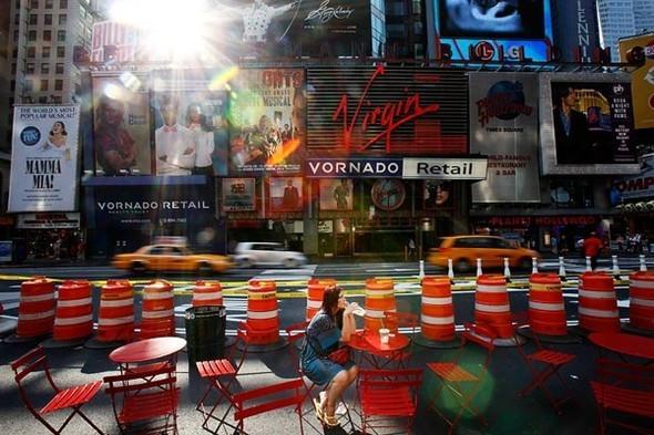 Площадь Таймс-сквер стала пешеходной. Изображение № 19.