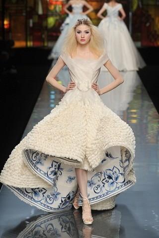 """""""Выбираем свадебное платье!"""" 93 идеи ведущих дизайнеров. Изображение № 59."""