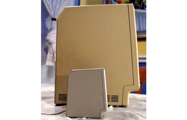 Mac 1984 года уменьшили в три раза. Изображение № 1.