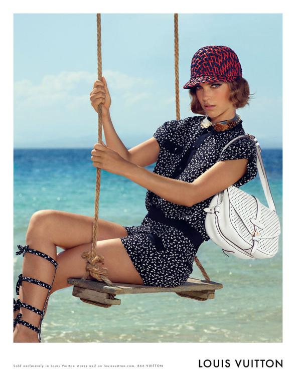 Кампания: Аризона Мьюз для Louis Vuitton. Изображение № 4.