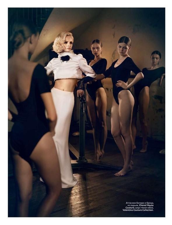 Съёмка: Гинта Лапина для российского Vogue. Изображение № 6.