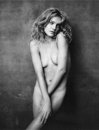 Части тела: Обнаженные женщины на фотографиях 1990-2000-х годов. Изображение №111.