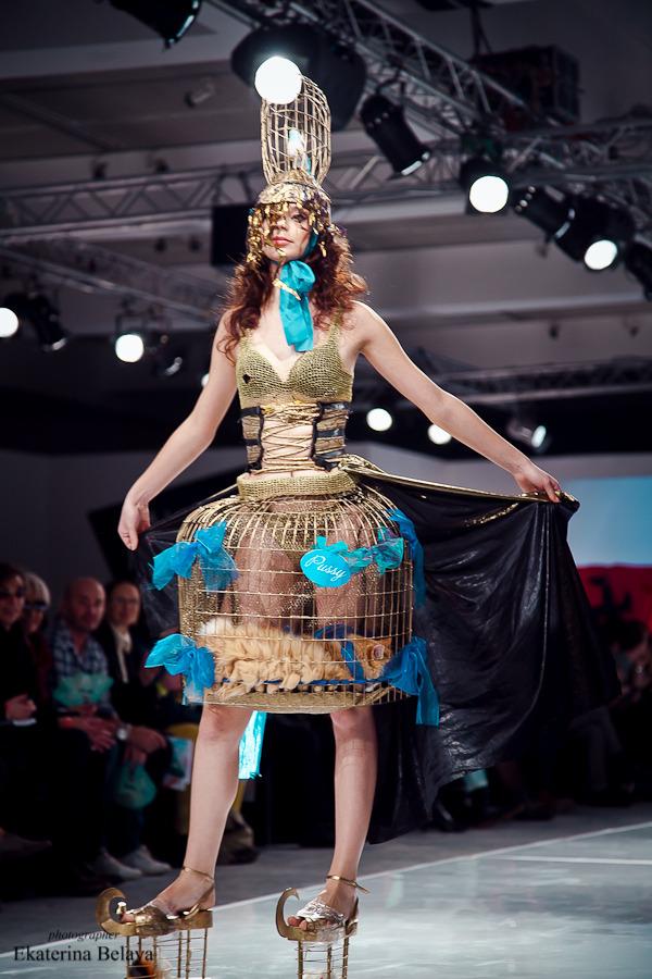 Fashion-перфоманс от SKIF Fashion. AURORA FASHION WEEK Russia SS13. Изображение № 4.