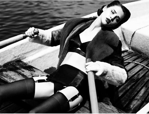 Съёмка в немецком Vogue, август 2011. Изображение № 68.