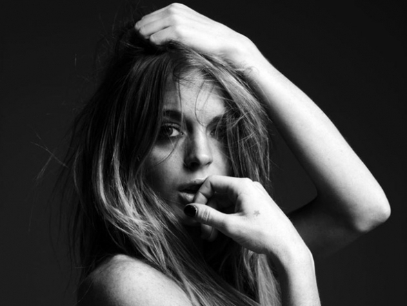 LINDSAY LOHAN BY HEDI SLIMANE PHOTOSHOOT. Изображение № 16.