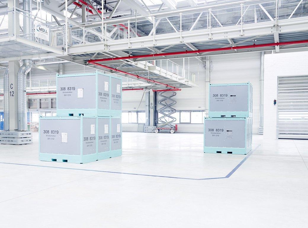 Фабрика BMW авторства Захи Хадид вызывает мурашки у роботов. Изображение № 3.