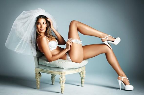Нижнее белье для невест от Victoria's Secret. Изображение № 6.