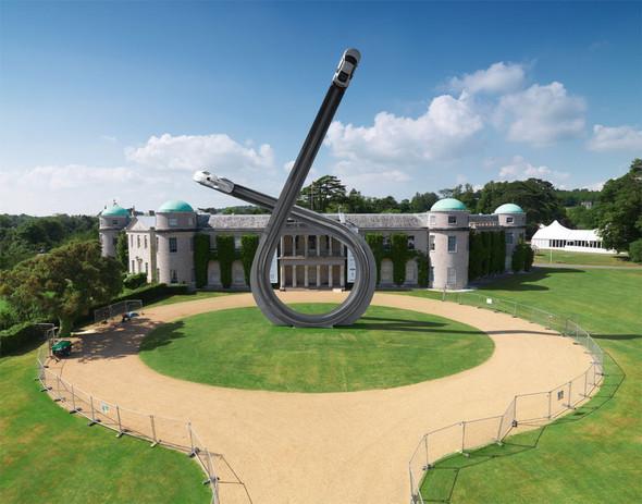ДляAudi сделали 40-тонную скульптуру к100-ю. Изображение № 1.