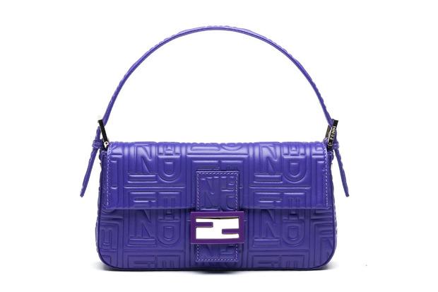 Карл Лагерфельд выпускает коллекцию к юбилею сумки Fendi Baguette. Изображение № 6.