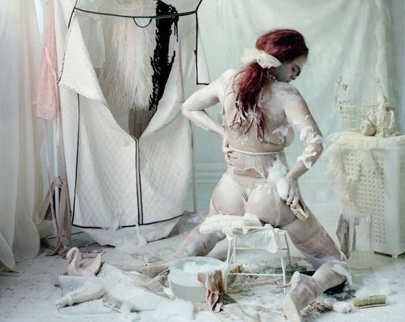 Съёмка: Vive La Decadence из Dazed & Confused. Изображение № 6.