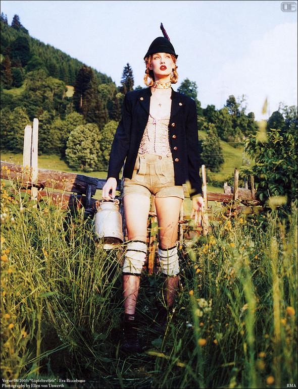 Архивная съёмка: Эллен фон Унверт для немецкого Vogue, 2003. Изображение № 8.
