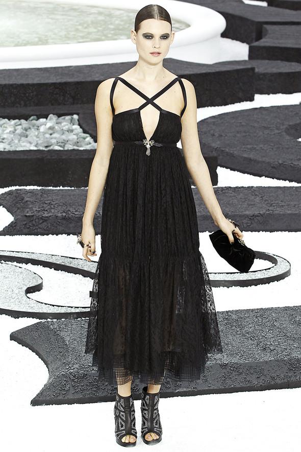 Карл Лагерфельд показал одну из самых красивых коллекций, когда-либо созданных для Chanel. Изображение № 41.