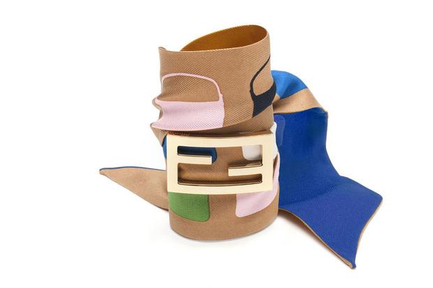Карл Лагерфельд выпускает коллекцию к юбилею сумки Fendi Baguette. Изображение № 4.