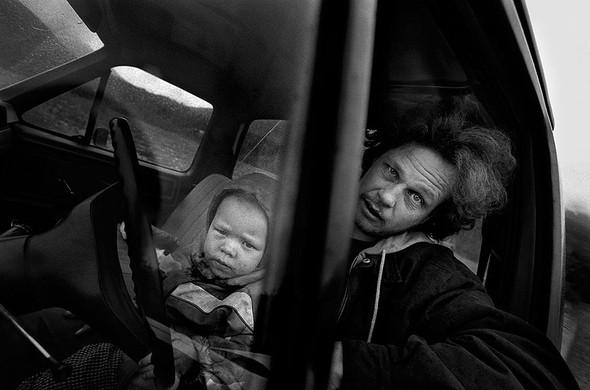 Джейсон и Элисса в их сломанном фургоне в 2010 году.. Изображение № 17.