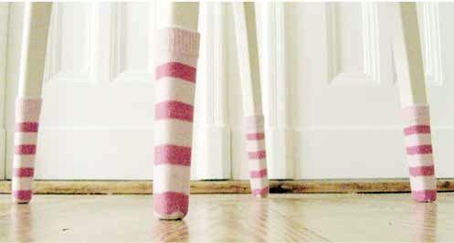 Одежда для мебели или Стулья в носках. Изображение № 3.