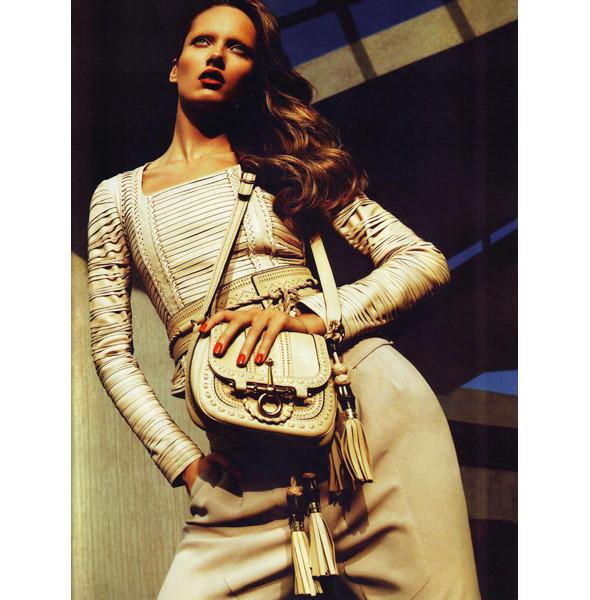 Изображение 4. Превью кампаний: Burberry, Chanel, Gucci и другие.. Изображение № 5.