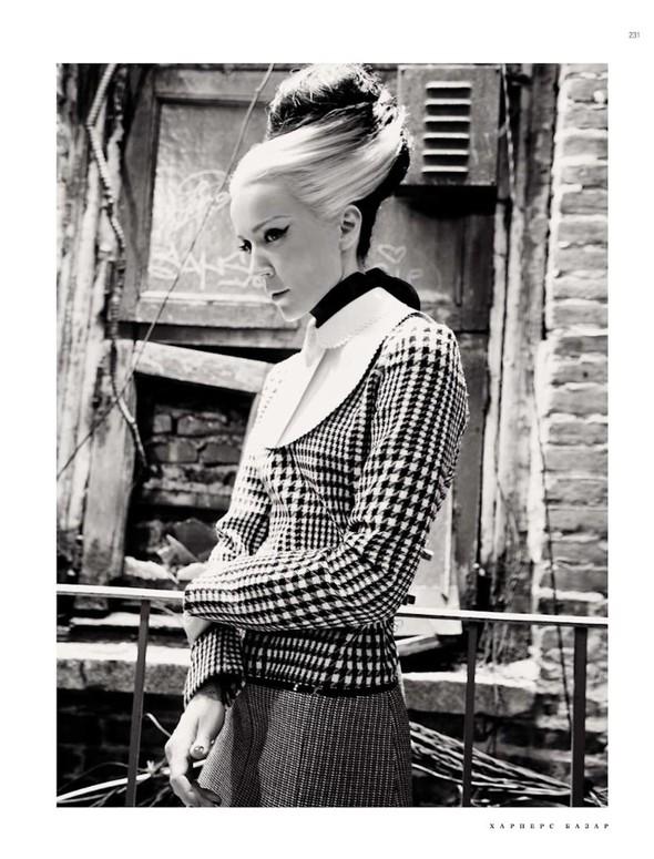 Съёмка: Дафна Гиннесс для российского Harper's Bazaar. Изображение № 3.