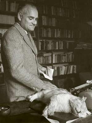 Знаменитые писатели и котики. Изображение № 13.