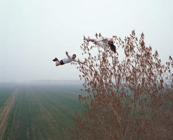 Летающие и падающие люди Ли Вея. Изображение № 13.