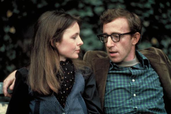 Вуди Аллен и Дайан Китон в «Энни Холл», 1977. Изображение № 12.