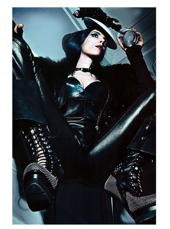Съёмка: Стивен Кляйн для итальянского Vogue. Изображение № 9.