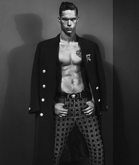 Кампании: Dior, Versace, Gucci и Burberry. Изображение № 43.
