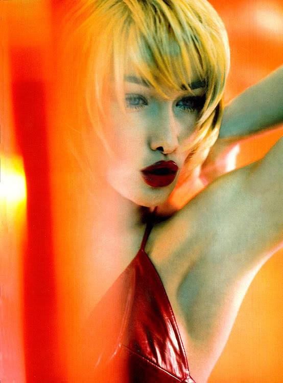 Архивная съёмка: Карла Бруни для Vogue, 1996. Изображение № 2.