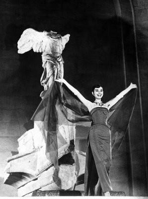 Одри Хепберн в фильме «Забавная мордашка». Изображение № 32.