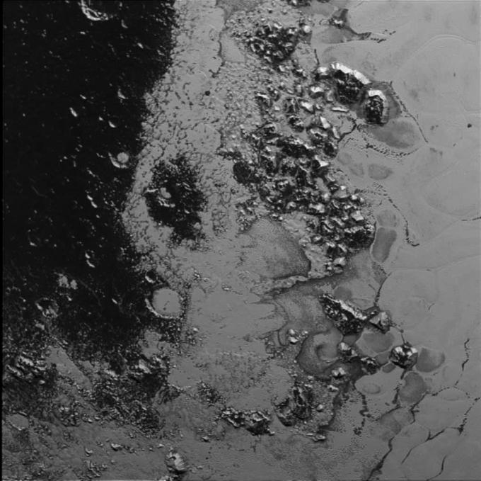 New Horizons снял ледяные горы на Плутоне . Изображение № 1.