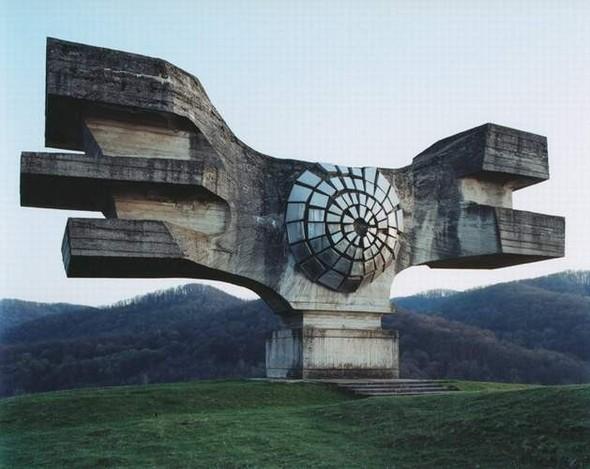 ЯнКемпенаэрс. Югославские споменики. Изображение № 1.