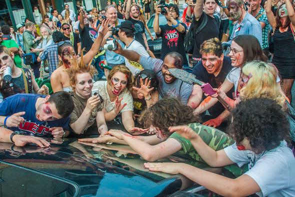 Зомби парад в Нью Йорке. NYC Zombie Crawl.. Изображение № 3.