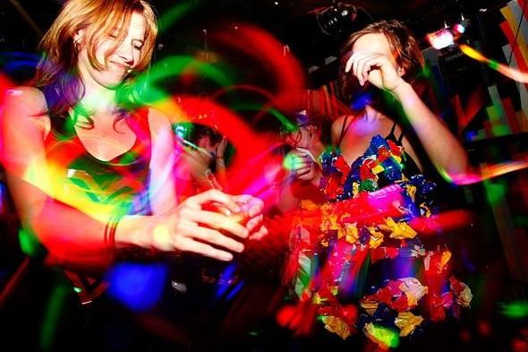 Baile funk - развязный и злой фанк, под который трясут попами в бедных бразильских фавелах. Изображение № 3.